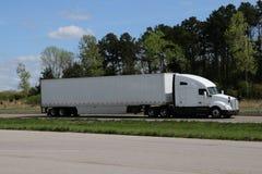 MARCAS blancas del Semi-camión QUITADAS imágenes de archivo libres de regalías