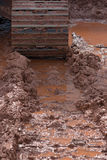 Marcas da trilha do trator na lama Imagem de Stock