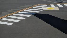 Marcas de la pista de despeque del aeropuerto imagen de archivo