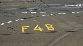 Marcas de la pista de despeque del aeropuerto fotografía de archivo libre de regalías