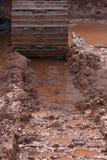 Marcas de la pista del tractor en el fango Imagen de archivo