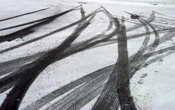 Marcas de patín en nieve Imagen de archivo libre de regalías