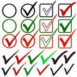 Marcas de verificación dibujadas mano fijadas Stock de ilustración