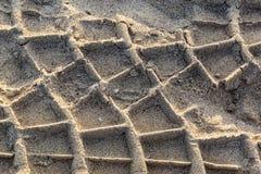 Marcas do pneu nas areias do tempo fotos de stock