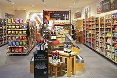 Marcas y tienda de las comidas y de vinos de la chaqueta de punto en Hong-Kong Fotografía de archivo