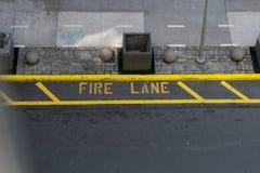 Marcature del vicolo di fuoco dal livello sopra la via fotografie stock libere da diritti