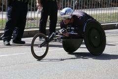Marcel Hug van Zwitserland won de Marathon van Boston met verslagtijd van 1:18: 25 tijdens de Marathon van Boston Stock Afbeelding