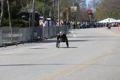 Marcel Hug van Zwitserland won de Marathon van Boston met verslagtijd van 1:18: 25 tijdens de Marathon van Boston Stock Fotografie