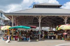 ` Marché aux épices ` - Markt van kruiden in pointe-a-Pitre, hoofdstad van Guadeloupe in de Caraïben stock fotografie