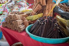 ` Marché aux épices ` - Markt van kruiden in pointe-a-Pitre, hoofdstad van Guadeloupe in de Caraïben royalty-vrije stock afbeelding