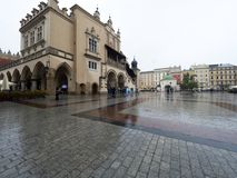 Marché à Cracovie pendant la pluie Photographie stock