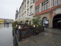 Marché à Cracovie pendant la pluie Image stock
