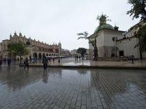 Marché à Cracovie pendant la pluie Photographie stock libre de droits