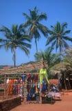 Marché à la plage d'Anjuna, Inde Image stock