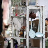 Marché Antic de Spitalfields Vaisselle de cuisine de vintage au marché aux puces, Photographie stock libre de droits