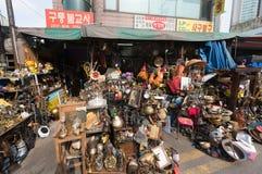 Marché aux puces par la plaza DDP, Séoul de conception de Dongdaemun Photo stock