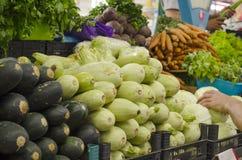 Marché d'agriculteurs Marché végétal Fond différent de légumes crus Image stock