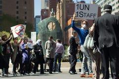 Marché dans la protestation Images libres de droits