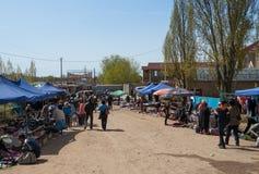 Marché de dimanche dans Bosteri Issyk-Kul kyrgyzstan Image stock