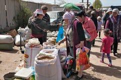 Marché de dimanche dans Bosteri Issyk-Kul kyrgyzstan Photo libre de droits