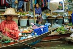 Marché de flottement à Bangkok Photos stock