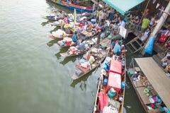 Marché de flottement d'Amphawa Image stock