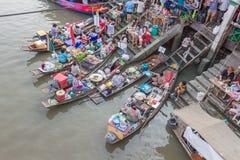 Marché de flottement d'Amphawa pendant la soirée photo stock