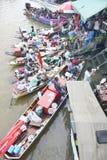 Marché de flottement d'Amphawa, Thaïlande Photographie stock libre de droits