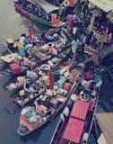 Marché de flottement d'Amphawa, Thaïlande Image stock