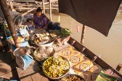 Marché de flottement d'Ayothaya Photo stock