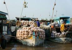 Marché de flottement de Cai Rang, voyage de delta du Mékong Image stock