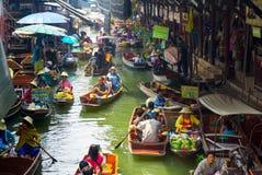Marché de flottement de Damnoen Saduak Image libre de droits