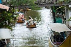 Marché de flottement de Damnoen Saduak en Thaïlande Images libres de droits