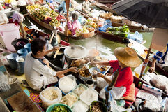 Marché de flottement de Damnoen Saduak, Thaïlande Photo stock
