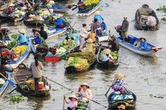 Marché de flottement de Nga Nam pendant le matin Photographie stock