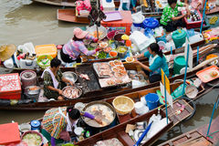 Marché de flottement traditionnel, Thaïlande. Image stock