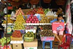Marché de fruit à Phnom Penh, Cambodge image libre de droits