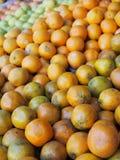 Marché de fruits et légumes Photo stock