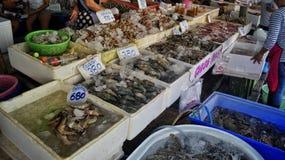 Marché de la Thaïlande avec des poissons Photographie stock libre de droits