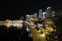 Marché de Miami Bayside la nuit image libre de droits