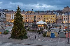 Marché de Noël à la place de sénat de Helsinki, Finlande photos stock