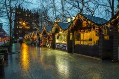 Marché de Noël à la ville hôtel de Belfast et photos libres de droits