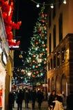Marché de Noël à Strasbourg avec la rue et les personnes de Noël Photographie stock libre de droits