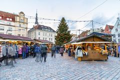 Marché de Noël à Tallinn, Estonie en décembre 2017 Photo stock