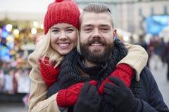 Marché de Noël avec la personne affectueuse Photographie stock