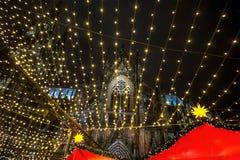 Marché de Noël de Cologne la nuit photos stock
