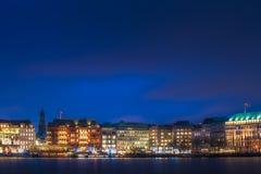 Marché de Noël le long du lac Alster à Hambourg photographie stock libre de droits