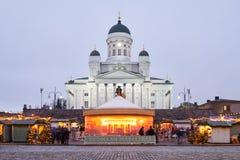 Marché de Noël sur la place de sénat, cathédrale de Helsinki image libre de droits