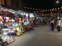 Marché de nuit à la ville de Nha Trang sur la rue de Tran Phu Photo stock