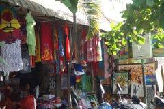 Marché de vêtements et de talents de knick dans Bali photographie stock libre de droits